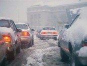 Автомобили на дороге зимой