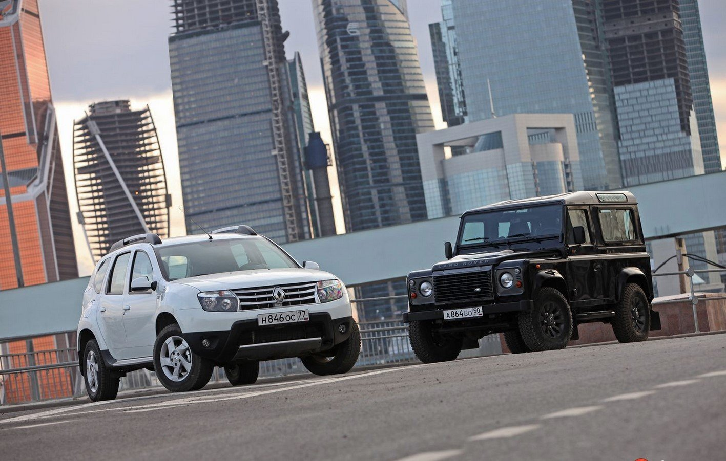 Land Rover Defender против Renault Duster