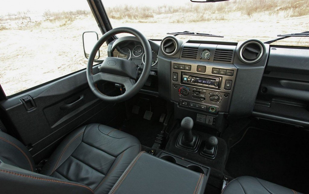 Салон Land Rover Defender