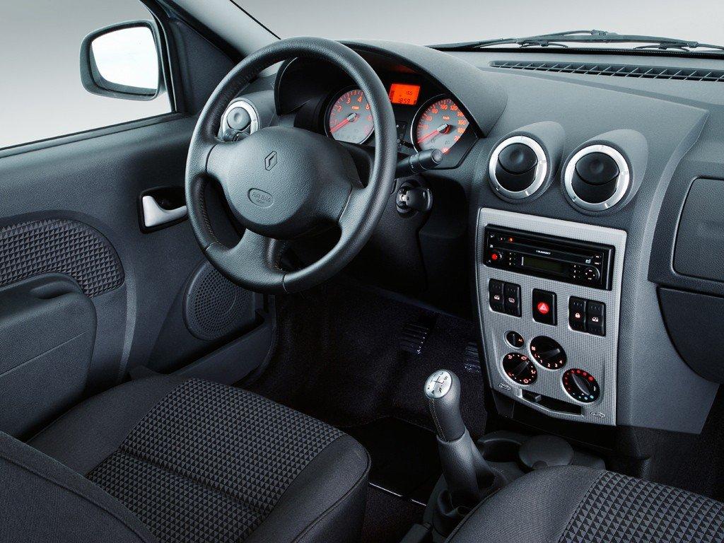 Renault Logan - передняя панель