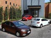Три Renault Logan красного, белого и коричневого цветов