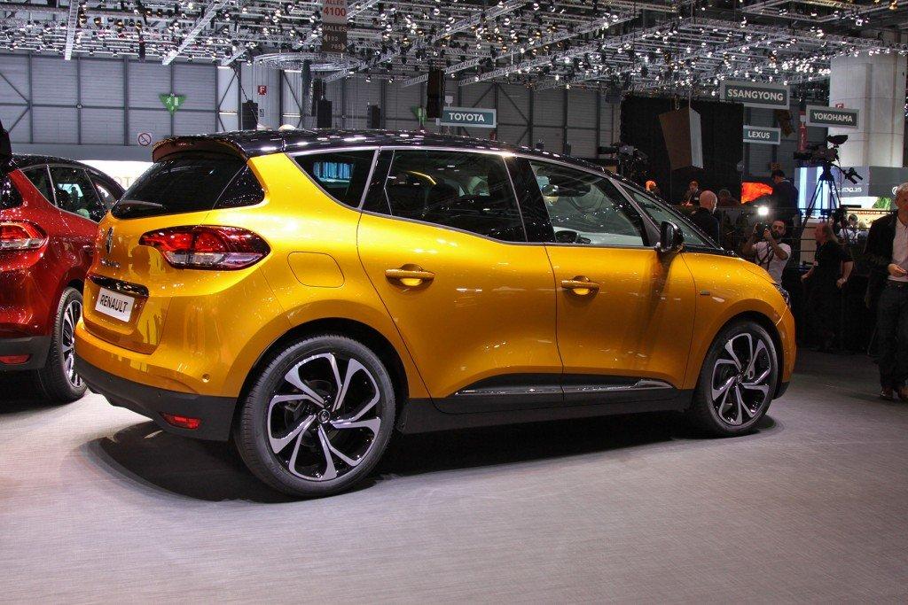 Renault Scenic, вид сбоку