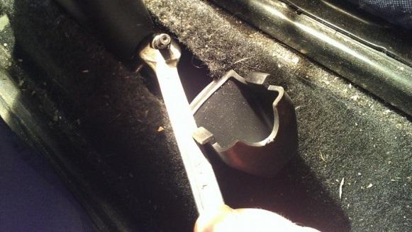 Как произвести подтягивание ручника рено логан
