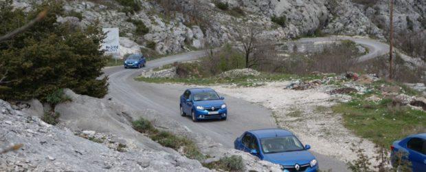 Renault Logan 2014 синего цвета в горах