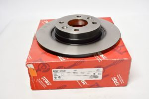 Невентилируемые 259 мм диаметром  TRW DF4381 Вентилируемые 259 мм диаметром  TRW DF2586 рено логан