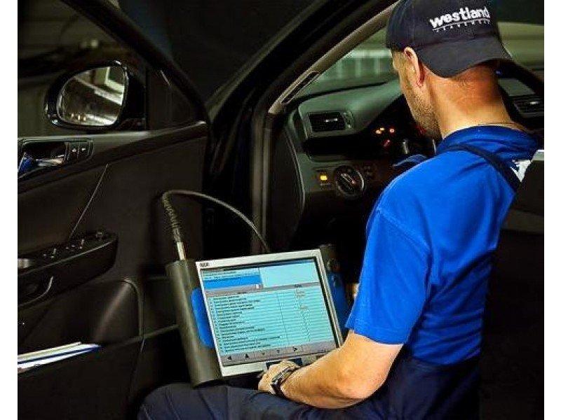 Автомобиль подключенный к ноутбуку